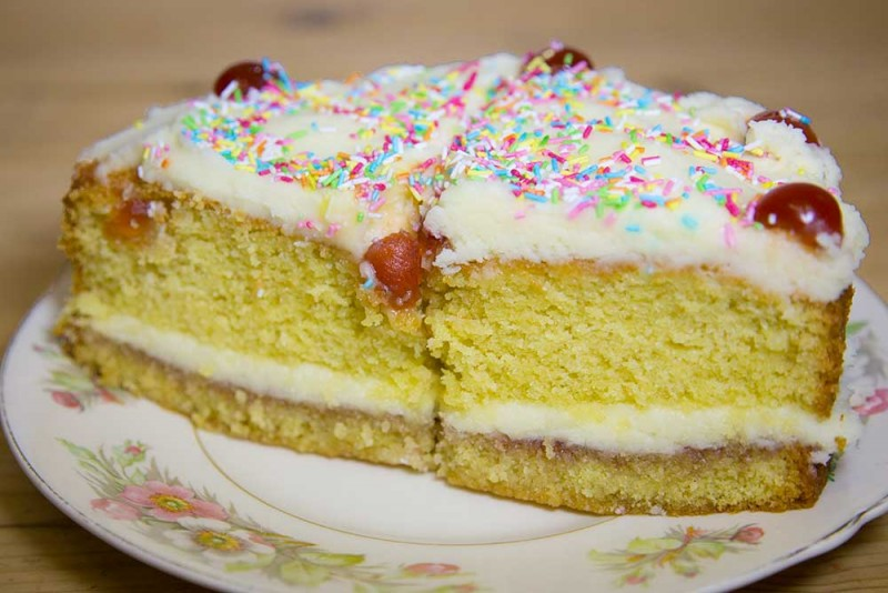 Edinburgh Cafe - Sponge Cake with Icing